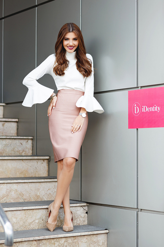the mysterious girl blogger jewels white blouse puffy sleeve pencil skirt pink skirt salmon nude heels office outfits