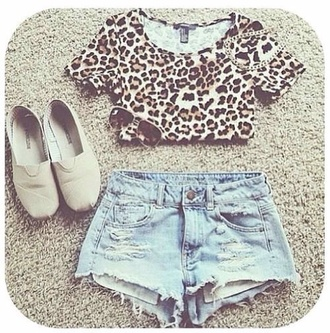 shorts shirt crop tops printed crop top pants sunglasses jeans skinny pants