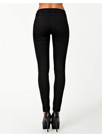 toej bukser og shorts.