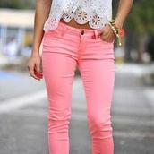 jeans,pink,cute,pants,t-shirt,brasletes,shirt,pink jeans,top,white top,lace top,white lace top,bracelets
