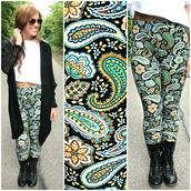 leggings,paisley,print,colorful,fall colors,fall outfits,top