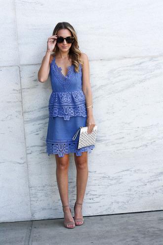 twenties girl style blogger dress shoes sunglasses jewels bag blue dress clutch sandals high heel sandals crochet summer outfits
