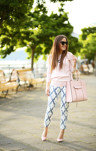 dress corilynn blogger pants sweater shoes bag jewels classy printed pants baby pink pink bag cropped pants