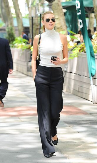 top celebrity work outfits sleeveless sleeveless top office outfits work outfits turtleneck pants wide-leg pants black pants bag black bag shoulder bag sunglasses aviator sunglasses flats ballet flats black flats karlie kloss celebrity style celebrity model model off-duty spring outfits