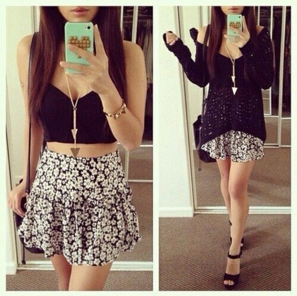 jewels mirror white black shirt flower black and white black and white skirt black and white high waisted skirt beautiful skirt neckless golden neckless sweater t-shirt cute cool skirt crop tops
