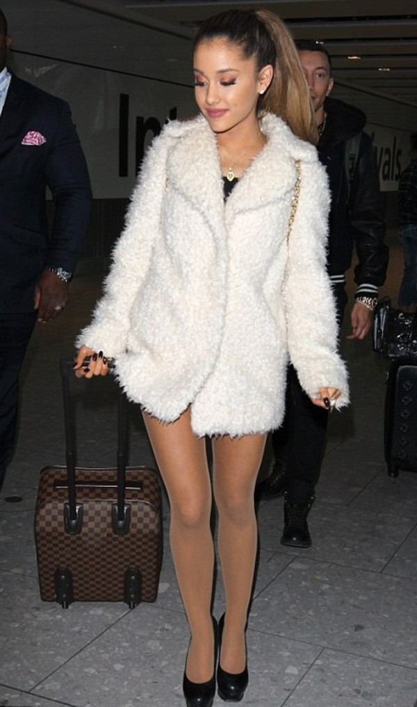 coat fall outfits ariana grande