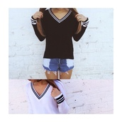brandy melville,black,white,black sweater,white sweater,knitted sweater,fashion