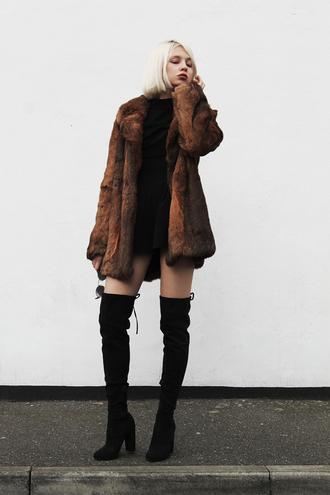 ams la la land blogger sunglasses jewels fur coat knee high boots suede boots black dress