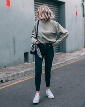 jeans,skinny jeans,sneakers,blouse,bag,sunglasses