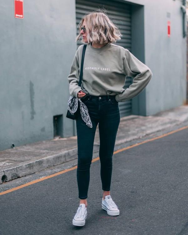 jeans skinny jeans sneakers blouse bag sunglasses