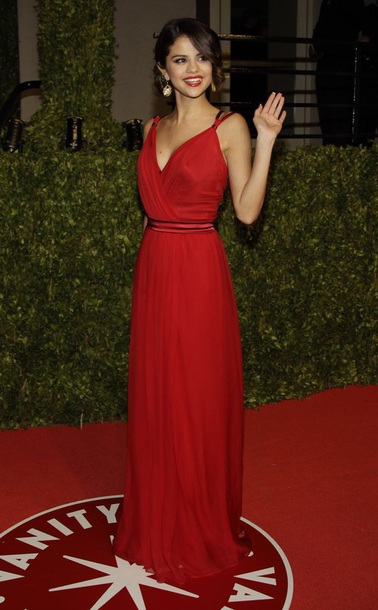 dress selena gomez red dress red dolce and gabbana dolce and gabbana