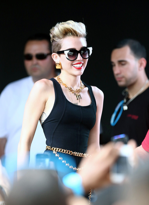 jewels miley cyrus belt shorts