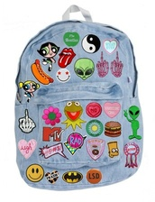 bag,backpack,patch,back to school,alien,yin yang,the beatles,fuck off,hamburger,bitch,bart simpson,donut,mtv,smiley,batman,patchwork,denim,funny,cool,peng,jeans,peace,love,tumblr,gir,kawaii,grunge,pastel,fashion,hipster,rucksack,the powerpuff girls,cartoon,tiedie,iron-on,aliens grunge,hipster bag