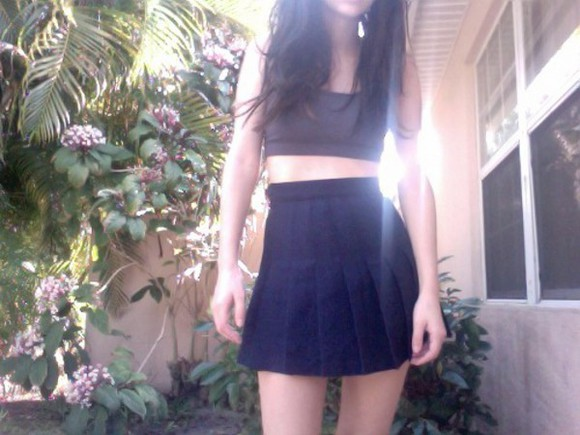 girl skinny pale pale grunge skirt black style black skirt elgeant black look black tank top atropina window black girl pale girl palm tree print palms, green, pleated skirt