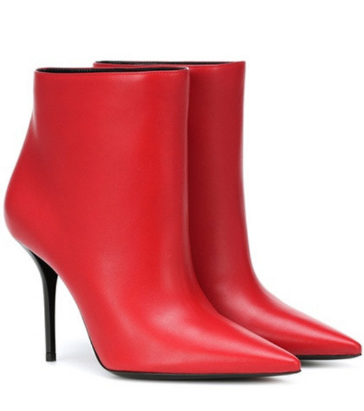 Saint Laurent Pierre 95 leather ankle boots in red