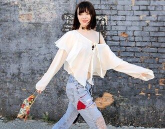 sea of shoes blogger ruffled top white top romantic embellished denim off the shoulder top ripped jeans see through choker necklace