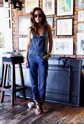 jeans,jumpsuit,clothes,dungarees,brown aviator,grey tank top,strappy sandals,black flat sandals,overalls,blue overalls,denim overalls,aviator sunglasses,flat sandals,90s style,blue,denim jumpsuit