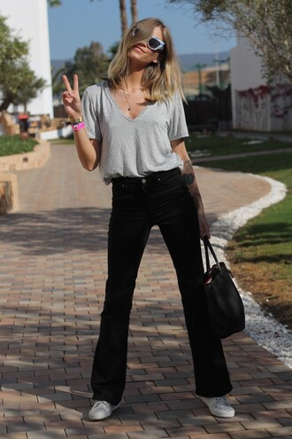 the fashion eaters blogger gina tricot grey t-shirt black jeans