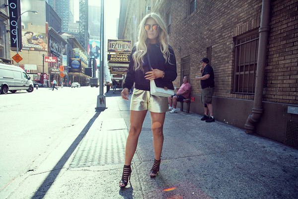 fanny lyckman blogger jewels sweater shorts shoes