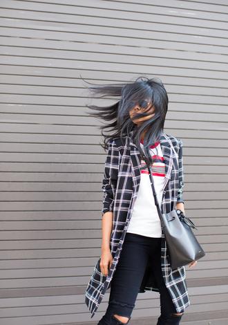 walk in wonderland blogger t-shirt coat jeans shoes bag