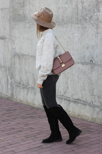 grey sweater blogger bag jeans say queen camel hat
