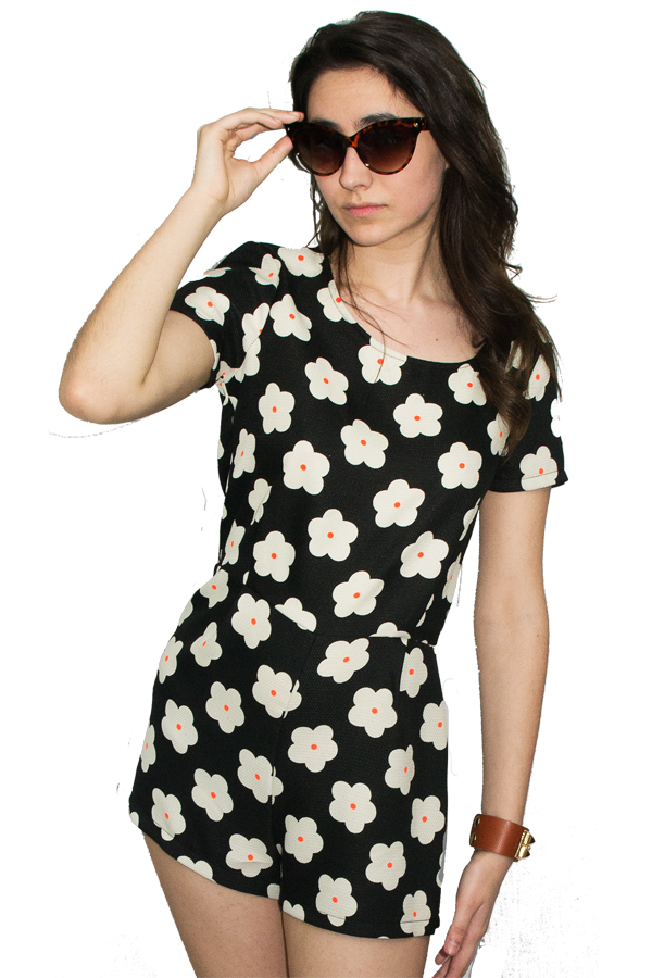 Hot romper with daisy print — simply chic