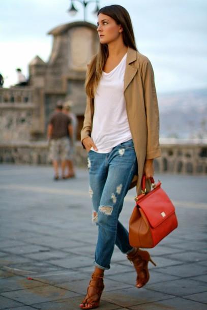 marilyn's closet blog blogger bag t-shirt belt jeans jewels coat shoes