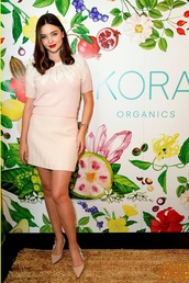 top,miranda kerr,celebrity,pumps,mini skirt,pastel pink,pastel,model off-duty