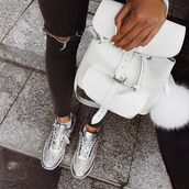bag,tumblr,backpack,white backpack,sneakers,silver sneakers,denim,jeans,ripped jeans,fur keychain,bag accessoires