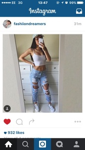 jeans,ripped jeans,mom jeans,boyfriend jeans,blue jeans,style,blue,summer,tank top,white,boyfriend,cute,crop tops,tumblr,fashion,denim,pants,light blue boyfriend jeans,pretty
