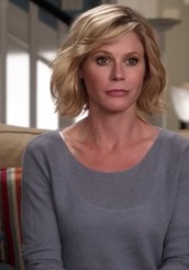 sweater,claire dunphy,julie bowen,modern family,moonlight,blue