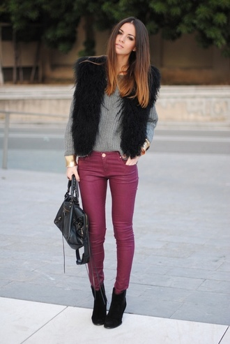 jeans casual elegant bag brunette fur coat fur trees grey jumper grey jumper violet ombre heels black heels middle spring model ombre hair faboulous