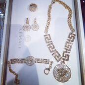 jewels,necklace,ring,earrings,bracelets,versace