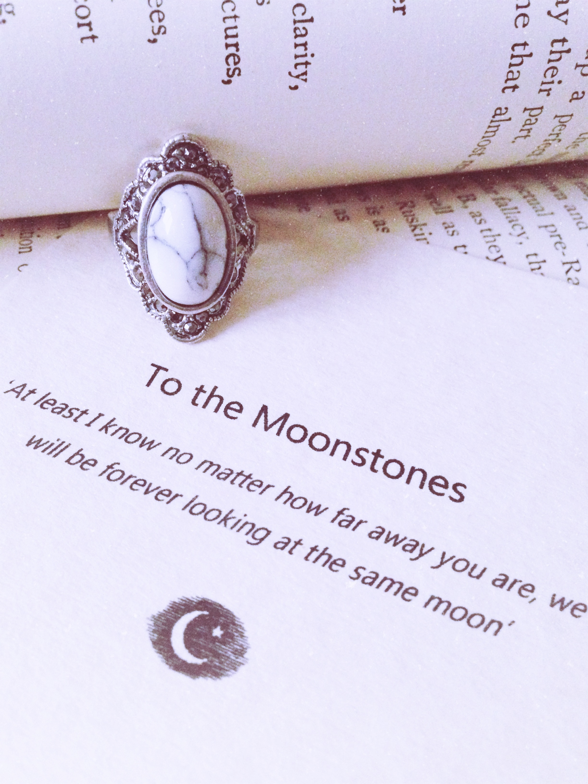 To the moonstones ring (howlite)