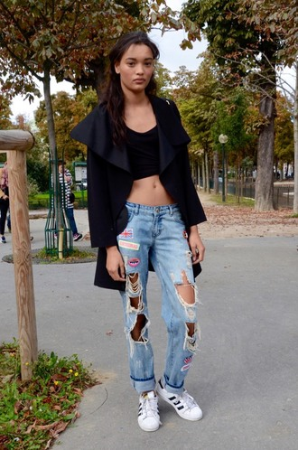 jeans tumblr blue jeans ripped jeans denim sneakers low top sneakers white sneakers adidas adidas shoes adidas superstars crop tops top black top black crop top coat black coat duster coat streetstyle