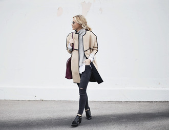 happily grey blogger winter coat grey sweater black shoes