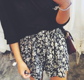 shorts summer summer oufit beach beach shorts flower floral cute black white b&w bw grugne vintage hipster boho bohemian vogue chanel. quote on it internet tumblr