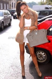 coat,fur,faux fur coat,faux fur jacket,beige,white,white shorts,white crop tops,handbag,bag,shoes