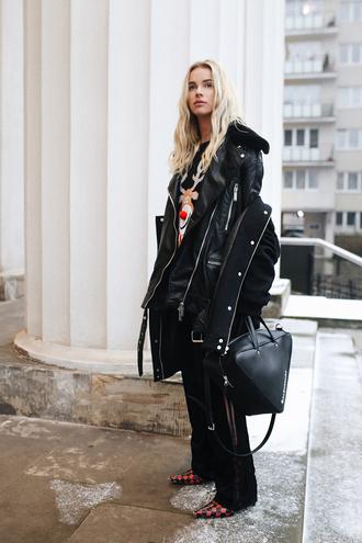 bag tumblr black bag coat black coat handbag pants black pants wide-leg pants boots sweater all black everything