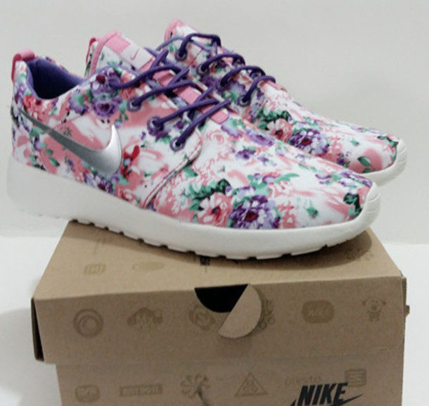 a362a8ae4aa6 pink roshe run floral gpx Shop men s Nike track ...