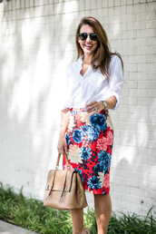 blogger,blouse,skirt,shoes,sunglasses,bag,floral skirt,red skirt,button up,long sleeves,beige,high waisted skirt,nude skirt,nude bag,pencil skirt,aviator sunglasses,spring outfits,work outfits,office outfits,white blouse,midi floral skirt