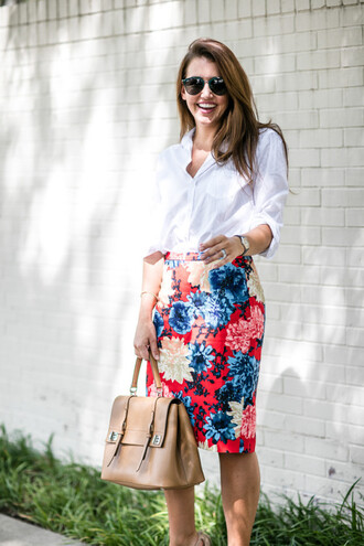 blogger blouse skirt shoes sunglasses bag floral skirt red skirt button up long sleeves beige high waisted skirt nude skirt nude bag pencil skirt aviator sunglasses spring outfits work outfits office outfits white blouse