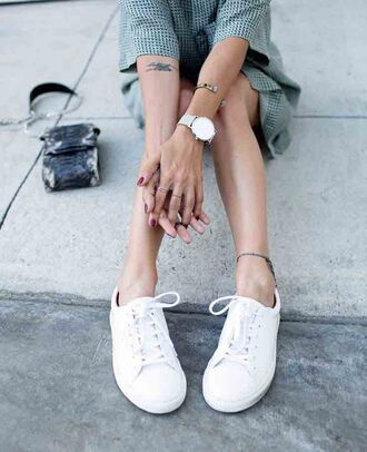 blouse dress shoes white black monochrom checkered bag watch minimalist anklet classic tumblr knuckle ring ring bracelets fit t-shirt jewels minimalist shoes