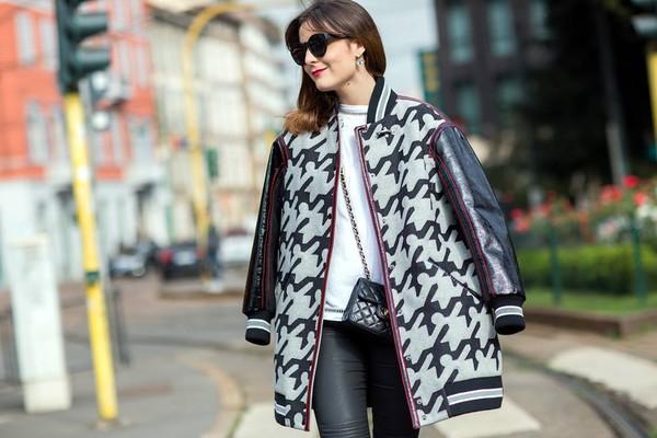 onto my wardrobe blogger t-shirt bag sunglasses jewels coat