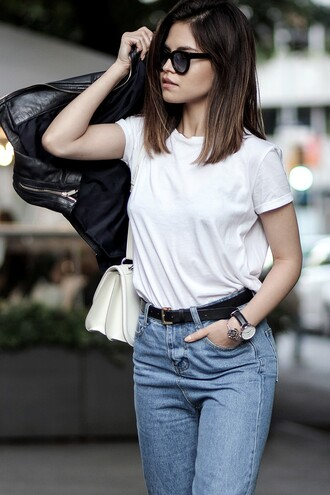 fake leather blogger minimalist mom jeans white t-shirt black leather jacket selena gomez