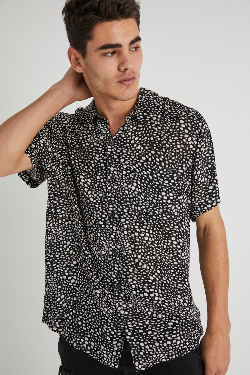 A Resort Shirt - Scale Black