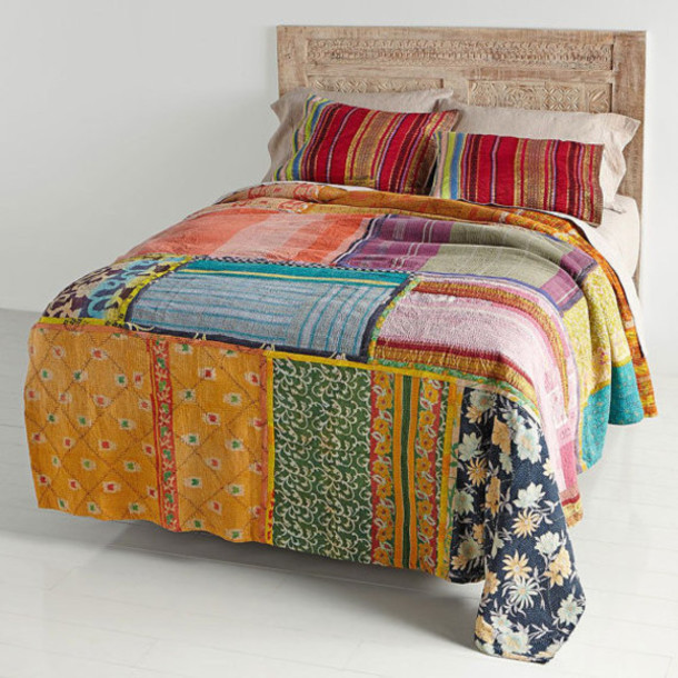 Home accessory vintage kantha bedding queen bed cover for Living room quilt