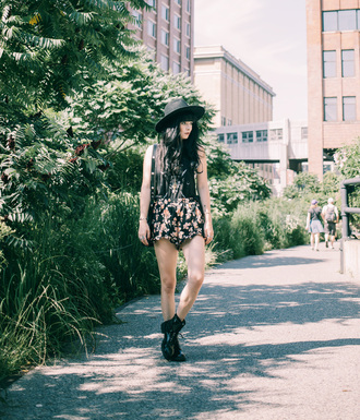 jag lever blogger floral romper rock black boots combat boots