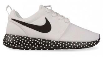 shoes nike sneakers nike running shoes roshe runs polka dots