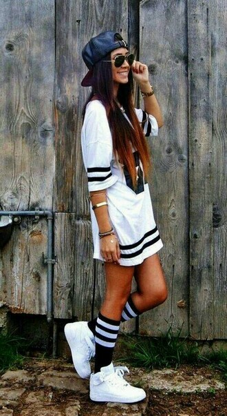 jersey jersey dress white top cap aviator sunglasses mini dress black and white white sneakers sports shoes